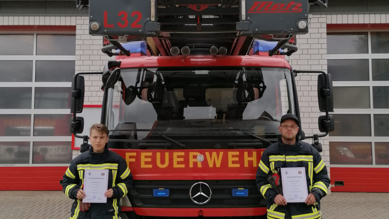 Nico Ostenried und Patrick Freiberg (v.l.) haben den ersten Teil des Grundlehrganges erfolgreich abgeschlossen.