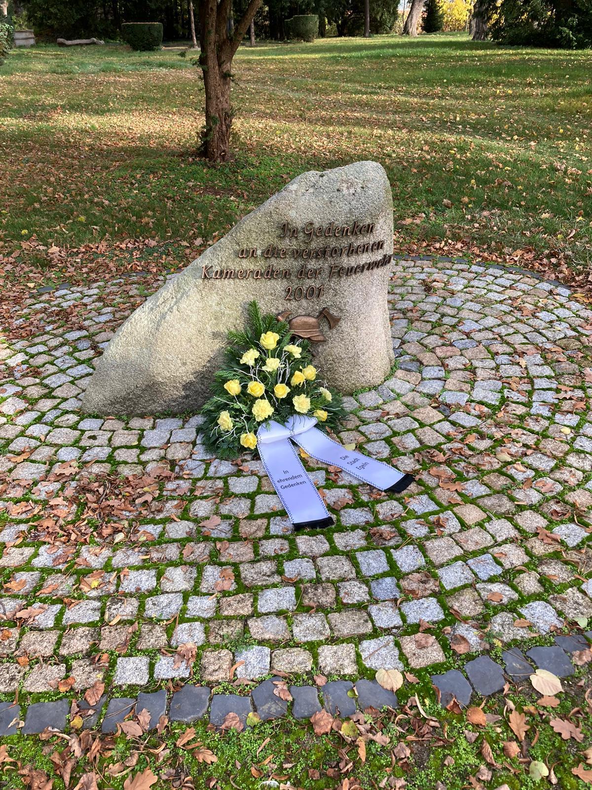 Gedenkstein der Feuerwehr Egeln auf dem Egelner Friedhof